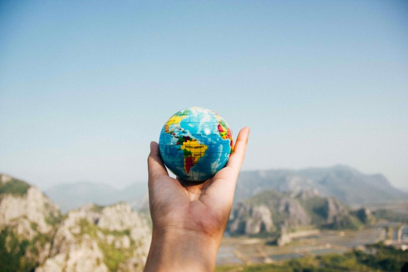 Discovering-the-World-in-College-Pros-and-Cons-of-Studying-Abroad